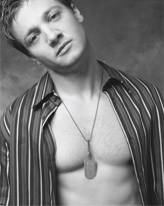 renner-shirtless-body-1092542152.jpg